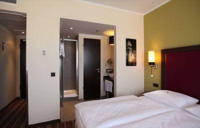 Leonardo-Berlin-Room-5-424118.jpg