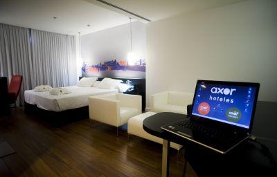 Axor_Barajas-Madrid-Business_room-2-424586.jpg