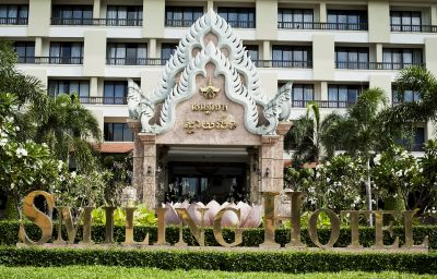 Smiling_Hotel_Spa-Siem_Reap-Exterior_view-3-424876.jpg