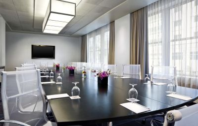 W_HOTEL_MINNEAPOLIS_THE_FOSHAY-Minneapolis-Conference_room-1-428291.jpg