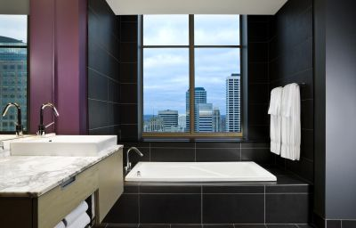 W_HOTEL_MINNEAPOLIS_THE_FOSHAY-Minneapolis-Room-14-428291.jpg