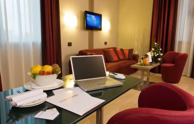 Cosmopolitan_Bologna-Bologna-Junior_suite-2-430683.jpg