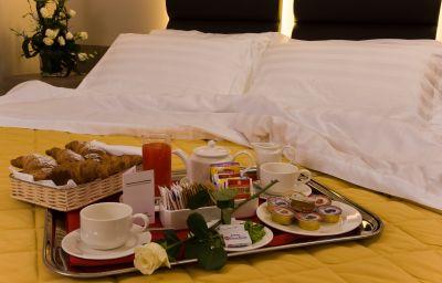 Cosmopolitan_Bologna-Bologna-Double_room_superior-4-430683.jpg