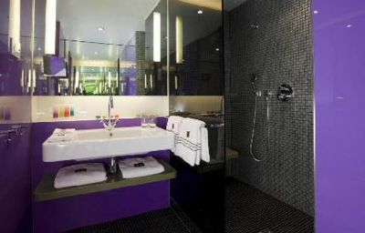 Bathroom G & V Royal Mile Hotel Edinburgh