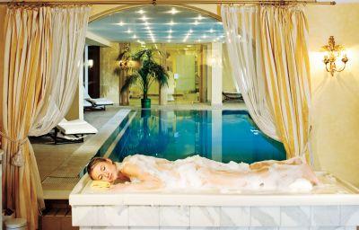 Swimming pool Kaysers Tirolresort