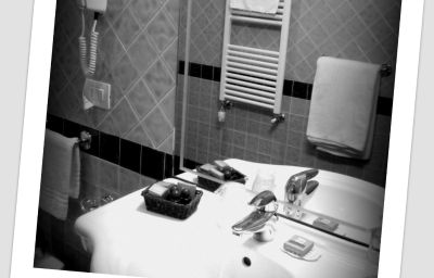 Ferrari-Chiavari-Bathroom-2-432551.jpg