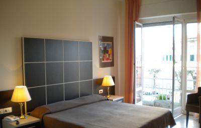Ferrari-Chiavari-Room_with_terrace-432551.jpg