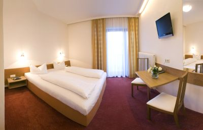 Post_Gasthof-Strass_im_Zillertal-Double_room_standard-433944.jpg