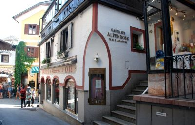 Haus_Alpenrose_Gasthof-Sankt_Wolfgang_im_Salzkammergut-Exterior_view-3-435593.jpg