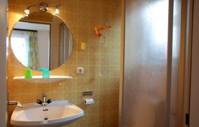 Haus_Alpenrose_Gasthof-Sankt_Wolfgang_im_Salzkammergut-Bathroom-435593.jpg