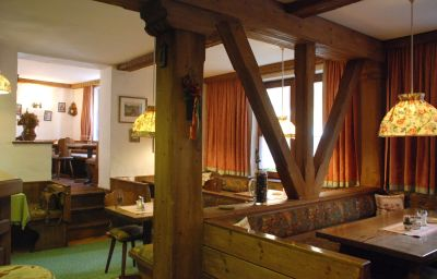 Haus_Alpenrose_Gasthof-Sankt_Wolfgang_im_Salzkammergut-Breakfast_room-1-435593.jpg