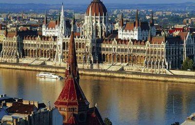 Budapest_Panorama_Central-Budapest-Info-10-438419.jpg