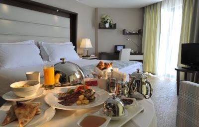 Ramada_Plaza_Antalya-Antalya-Restaurantbreakfast_room-439275.jpg