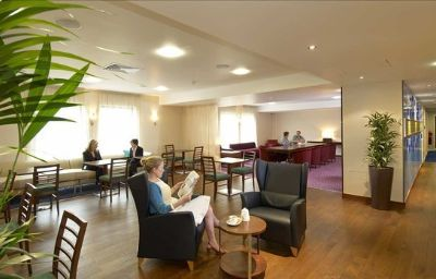 Hampton_by_Hilton_Corby-Kettering-Corby-Hotel_bar-1-441331.jpg