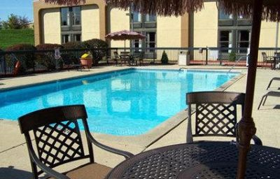 Pool Clarion Inn & Suites Airport Grand Rapids (Wisconsin)