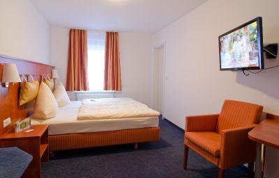 Taormina-Birkenfeld-Double_room_standard-2-443933.jpg