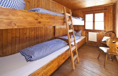 Wannenkopfhuette-Obermaiselstein-Room_with_a_view_of_hillsmountains-3-445074.jpg