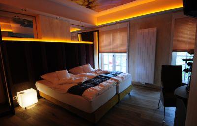 Landsknecht-Meerbusch-Room_with_balcony-447624.jpg