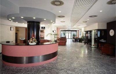 Waldorf_Palace-Cattolica-Hall-447997.jpg