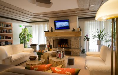 Villa-_Lago-Bad_Wiessee-Reading_room-451010.jpg