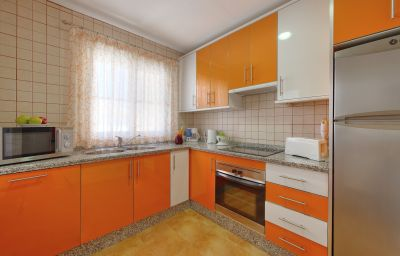 Grangefield_Oasis_Apartamentos-Mijas-Kitchen_in_room-1-454388.jpg