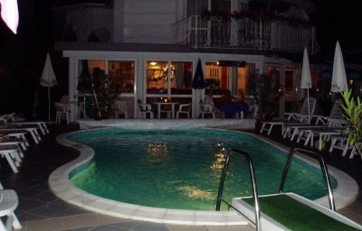 Villa_Rosa-Zamardi-Pool-2-454526.jpg
