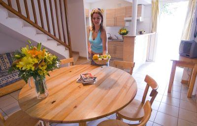Domaine_du_Mas_Blanc_Residence_de_Tourisme-Alenya-Kitchen_in_room-1-455349.jpg