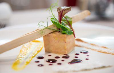 Chateau_de_Besseuil_Chateaux_et_Hotels_Collection-Clesse-Restaurant-2-455473.jpg
