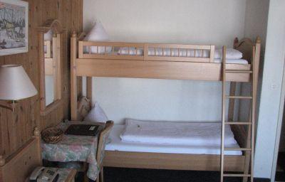 Hemmi_Hotel-Restaurant-Churwalden-Four-bed_room-3-456254.jpg