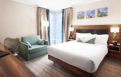 Hilton_Garden_Inn_Krakow-Krakow-Suite-1-456615.jpg