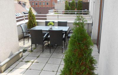 Trendy_Apartments-Budapest-Terrace-456891.jpg