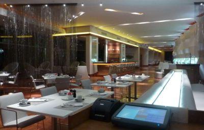 RADISSON_BLU_GAUTRAIN_SANDTON-Johannesburg-Hotel_bar-458700.jpg