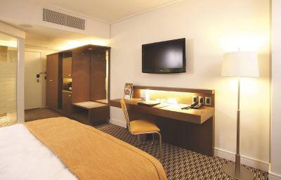 RADISSON_BLU_GAUTRAIN_SANDTON-Johannesburg-Room-2-458700.jpg