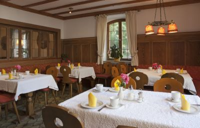 Burgmeier-Dachau-Breakfast_room-1-459620.jpg