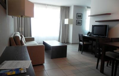 Calypso_Residence_Services-Marseille-Single_room_standard-462133.jpg