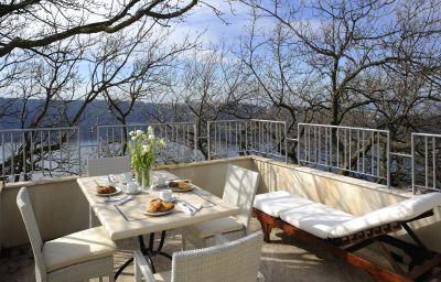 Room with a view of the lake La Locanda del Pontefice
