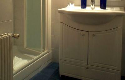 Welcome_House_BB-Rome-Bathroom-3-484988.jpg