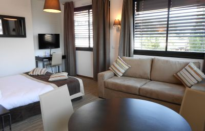 Apparthotel_Odalys_Ferney_Geneve_Residence_de_Tourisme-Ferney-Voltaire-Suite-520518.jpg