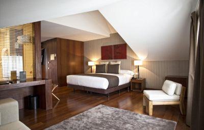 Carris_Porto_Ribeira-Porto-Double_room_superior-2-523540.jpg