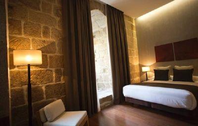 Carris_Porto_Ribeira-Porto-Room-3-523540.jpg