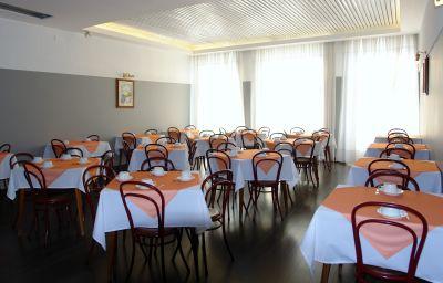 Restaurant/salle de petit-déjeuner Hotel Universal
