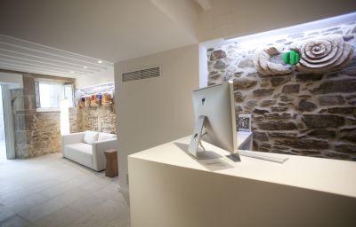 Carris_Casa_de_la_Troya-Santiago_de_Compostela-Reception-3-524426.jpg