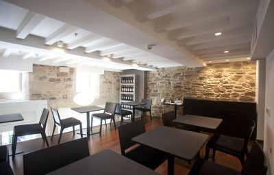 Carris_Casa_de_la_Troya-Santiago_de_Compostela-Cafe_Bistro-2-524426.jpg