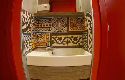 Bathroom Generator Hostel
