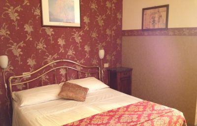 Europa-Perugia-Double_room_standard-4-534950.jpg