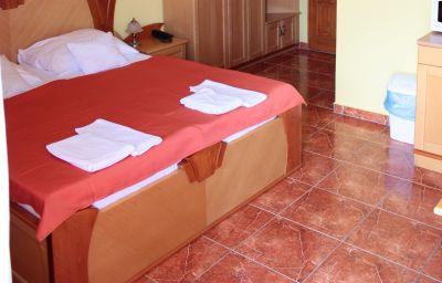 Het_Vezer_Apartmanhotel-Komarom-Standard_room-1-537111.jpg