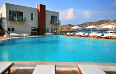 Swimming pool Highlight Hotel