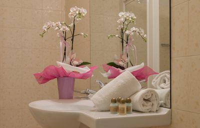 Silvestro-Garda-Bathroom-539456.jpg