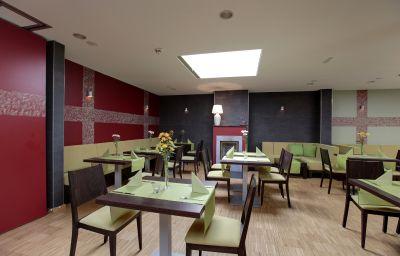 hostel_hotel_HoLi-Berlin-Breakfast_room-3-539519.jpg