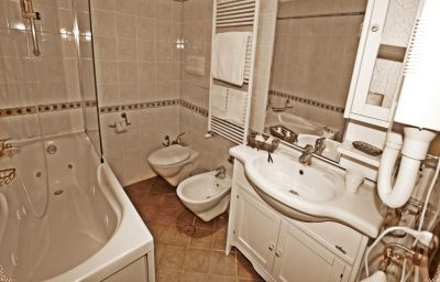 Bathroom La Nuit